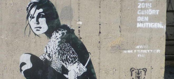 csm_berlin-girl-graffit_782cca2556